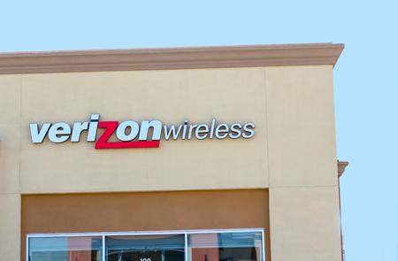 サクラメント、アメリカ合衆国 - 9 月 13 日: 無線で Verizon の店 2013 年 9 月 13 日、カリフォルニア州サクラメントで。Verizon は、アメリカのブロード