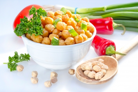 garbanzo bean: Cooked garbanzo beans (chick peas) in a bowl served with raw vegetables.