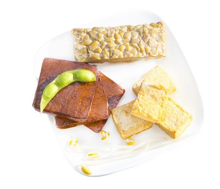 Verscheidenheid van soja producten, waaronder tofu, tempeh en spruiten.
