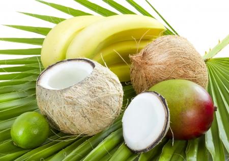 ココナッツ、バナナとヤシの葉のマンゴー。