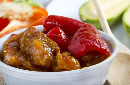 伝統的な中国の甘酸っぱい豚肉料理。