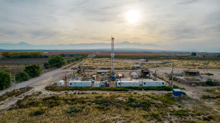 pulling equipment in oil field Stockfoto