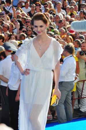 Giovane attrice Lyanka Gryu in abito bianco alla Russian Open Festival Kinotavr il 3 giugno 2012, Sochi, Russia