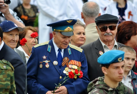 Unidentified veterans lay flowers at Victory Monument during the celebration of Victory Day on May 9, 2012 in Sochi, Russia Stock Photo - 17355547