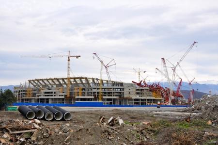 Sochi, Russia - 8 gennaio costruzione dello stadio principale del Parco Olimpico di 8 Gennaio 2012 a Sochi, in Russia per il Giochi Olimpici Invernali 2014 e Mondiali di calcio 2018