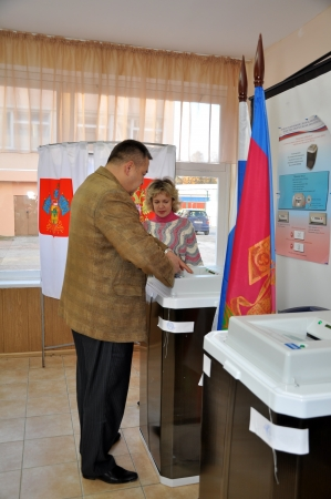 SOCHI, RUSSIA - DECEMBER 4  Voting in elections to the State Duma of the Russian Federation on December 4, 2011 in Sochi, Russia  The man puts his ballot into the automated ballot box  Stock Photo - 17491136