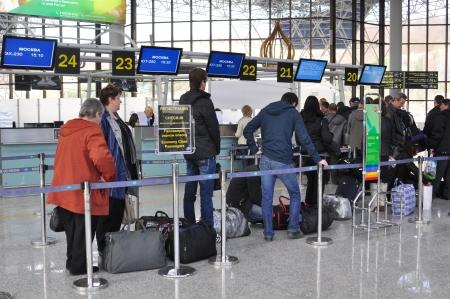 Popoli in un terminale di aeroporto internazionale di Sochi, che prende l'8 � posto in Russia su un whith traffico passeggeri pi� di 2 mln di passeggeri l'anno, 16 MARZO 2010 Editoriali