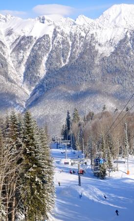 Inverno montagna-sci stagione in Krasnaya Polyana, Sochi Archivio Fotografico