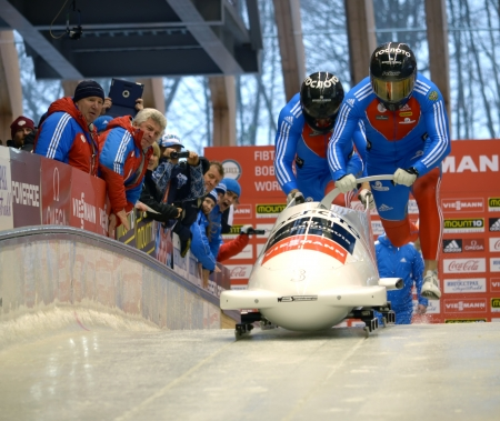"""Sochi, Russland - 16. Februar: Viessmann FIBT Bob Skeleton Weltcup @ am 16. Februar 2013 in Sotschi, Russland. Zentrum Luge """"Sanki"""". Team Russia auf dem richtigen Weg."""