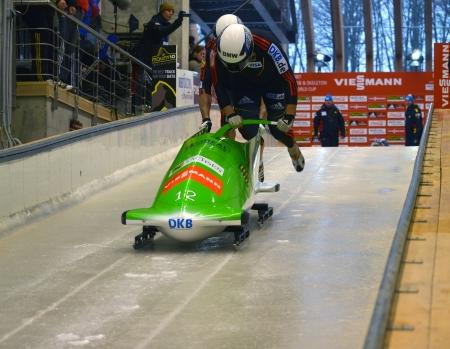 """luge: Sochi, RUSSIA - 16 febbraio: FIBT Viessmann Bob @ Skeleton Coppa del Mondo il 16 febbraio 2013 a Sochi, in Russia. Centro Luge """"Sanki"""". Team Germany in pista. Editoriali"""