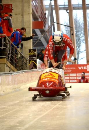 """luge: Sochi, RUSSIA - 16 febbraio: FIBT Viessmann Bob @ Skeleton Coppa del Mondo il 16 febbraio 2013 a Sochi, in Russia. Centro Luge """"Sanki"""". Squadra Austria in pista."""
