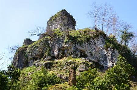 Abkhazia, le rovine della torre di fortezza genovese nella regione Gudauta