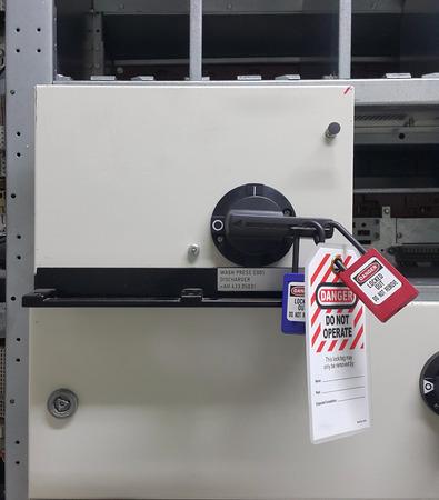 Partie électrique et accessoires dans l'armoire de commande, distributeur de contrôle et d'alimentation, verrouillage, étiquetage Banque d'images - 85456106