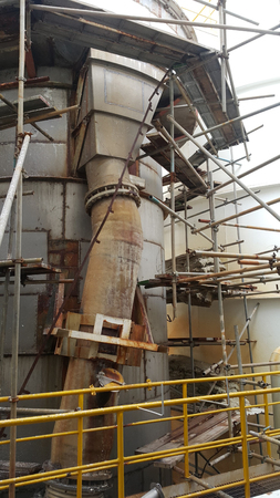 scaffolding platforms for installation insulator tank Stockfoto