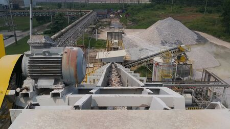 Belt conveyor for transferring material raw to silo