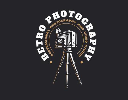 Logotipo retro de la cámara de la foto - ilustración del vector. Diseño de emblema vintage Logos