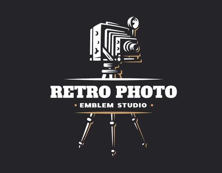 Klassiek fotocamera logo - vectorillustratie. Vintage embleemontwerp Stock Illustratie