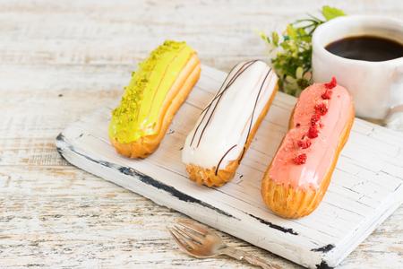 Pistachio, vanilla, strawberry eclair in glaze Imagens