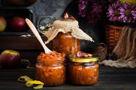 Pumpkin jam on a dark rustic background. Autumn harvest. Cozy autumn still life. Homemade preparations for the winter. Imagens - 129863380