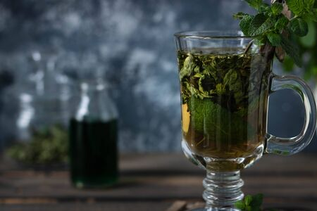Soothing tea with fresh and fresh mint and peppermint syrup.
