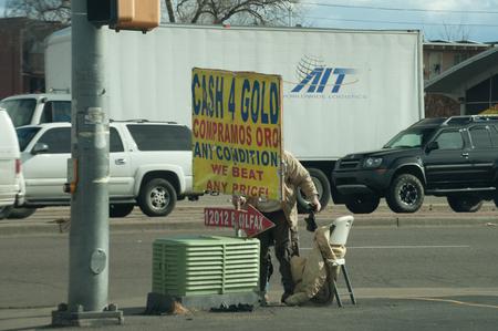 denver co: Venta de oro en Colfax Blvd en Denver, Co Editorial