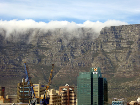 capetown: View of Capetown with Table Mountain in the background