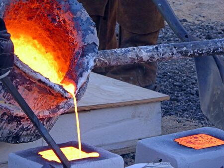 molted: pouring the molten liquid into forms
