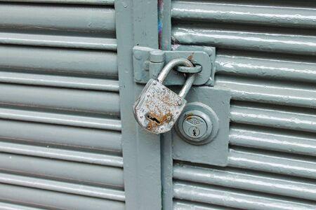 Padlock Vintage Door Detail Archivio Fotografico - 131833030