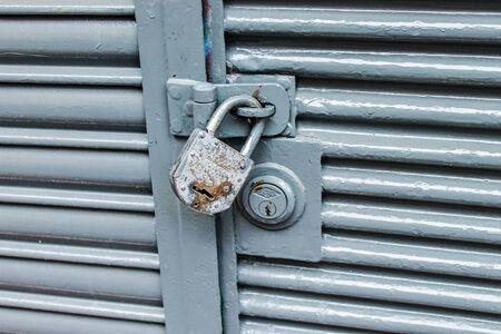 Padlock Vintage Door Detail Foto de archivo - 131833368