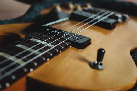 Close up  electric guitar, les Paul special model natural finish, P90 pickup. 版權商用圖片