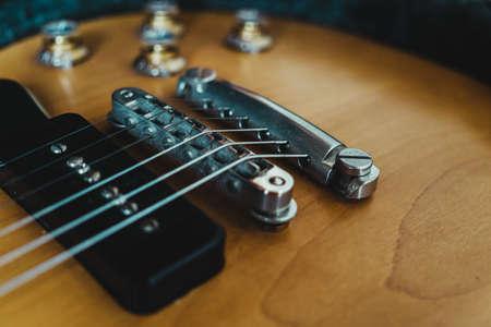 Stop tail bridge and black pickup of a  electric guitar. 版權商用圖片 - 165432565