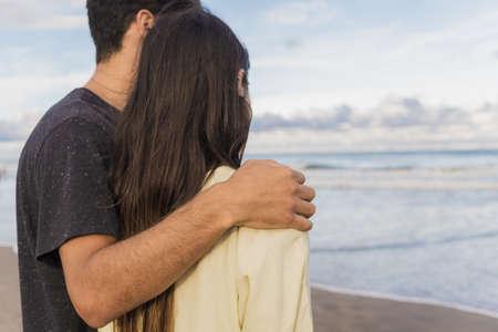 Unrecognizable couple hugging at the beach 版權商用圖片