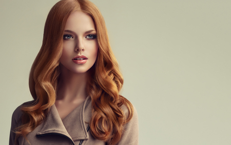 Young, red haired beautiful model with long, curly, well groomed hair. Excellent hair waves. Imagens