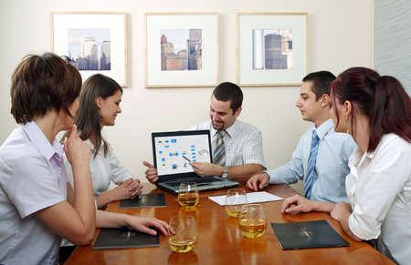 ambiente laboral: Workgroup que obra rec�procamente en un ambiente natural del trabajo.
