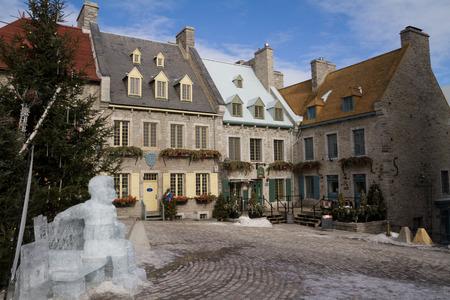 Quebec, Kanada - 3. Februar 2016: Blick auf die Place Royale, ein Teil der Altstadt von Quebec, das zum UNESCO-Weltkulturschatz im Winter. Standard-Bild - 52390640