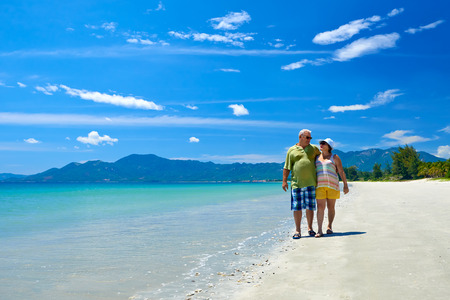 Romantic Senior Couple Walking On Beautiful Tropical Beach. Banco de Imagens