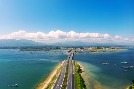 Aerial panoramic view of the road and the bridge to the town of Cam Ranh. Vietnam Banque d'images - 105007265