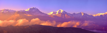 Beautiful panoramic view of snow mountains range Upper Mustang, Annapurna conservation area, Trekking route, Nepal Banque d'images - 116123076