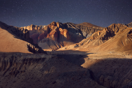 Beautiful evening mountain landscape in the Upper Mustang, Nepal. Banque d'images - 116123091