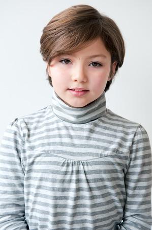 Adorable 8 jaar oud meisje portret voor documenten