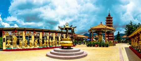 ten: Ten Thousand Buddhas Monastery