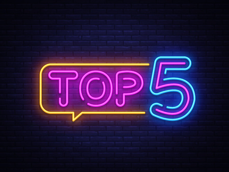 Top 5 Neon-tekstvector. Top vijf neonreclame, ontwerpsjabloon, modern trendontwerp, nachtneonuithangbord, nacht heldere reclame, lichtbanner, lichtkunst. Vector illustratie.