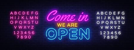 Vieni dentro siamo Modello di disegno vettoriale di insegna al neon aperta. Testo al neon Open Shop, elemento di design luminoso banner design moderno e colorato di tendenza, pubblicità notturna luminosa. Vettore. Modifica dell'insegna al neon del testo Vettoriali