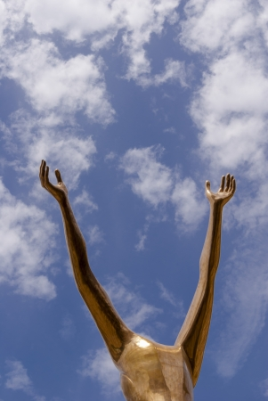 abstrait: Golden statue and blue sky