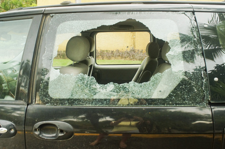 broken rear glass in the car, accident risk