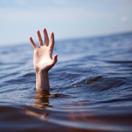 drowning: Help!