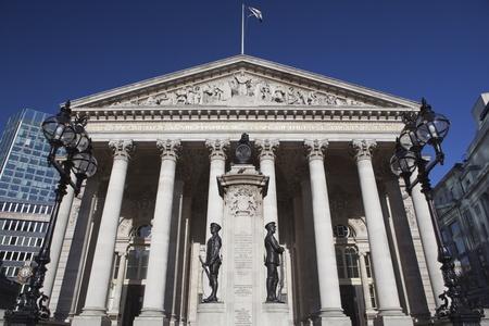 bolsa de valores: La fachada de la Bolsa de Londres. Editorial