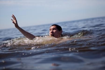 ahogandose: La b�squeda de rescate.