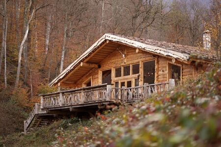 Cabin in the autumn woods Imagens
