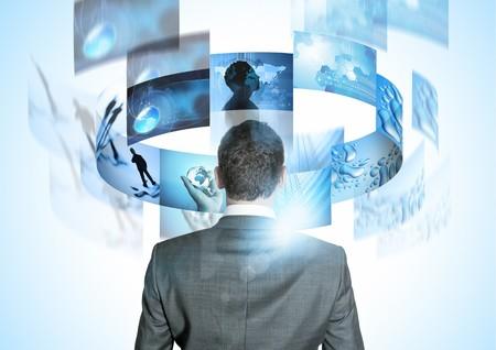 vision futuro: Modern Business World, un empresario mirando rotar im�genes de negocio.